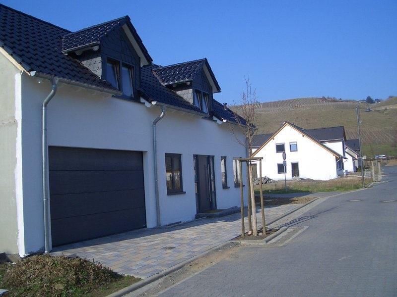 Haus mit Pool in Winningen - Außenansicht 3