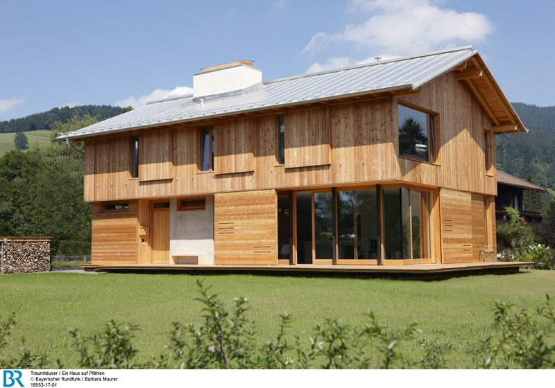Inspiriert von den traditionellen Fischerhütten der Umgebung und doch erkennbar modern. Bild: BR/Barbara Maurer.