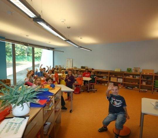 4 Eine Montessori Grundschule in moderner Architektur