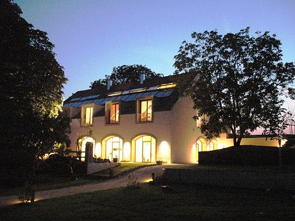 Ein alter Hof mit neuer Engerie - (c) BR Online
