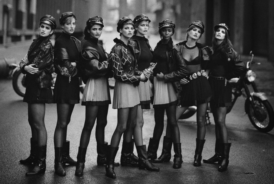 Tatjana Patitz, Linda Evangelista et al. standing on a street © Peter Lindbergh (Courtesy of Peter Lindbergh, Paris / Gagosian Gallery)