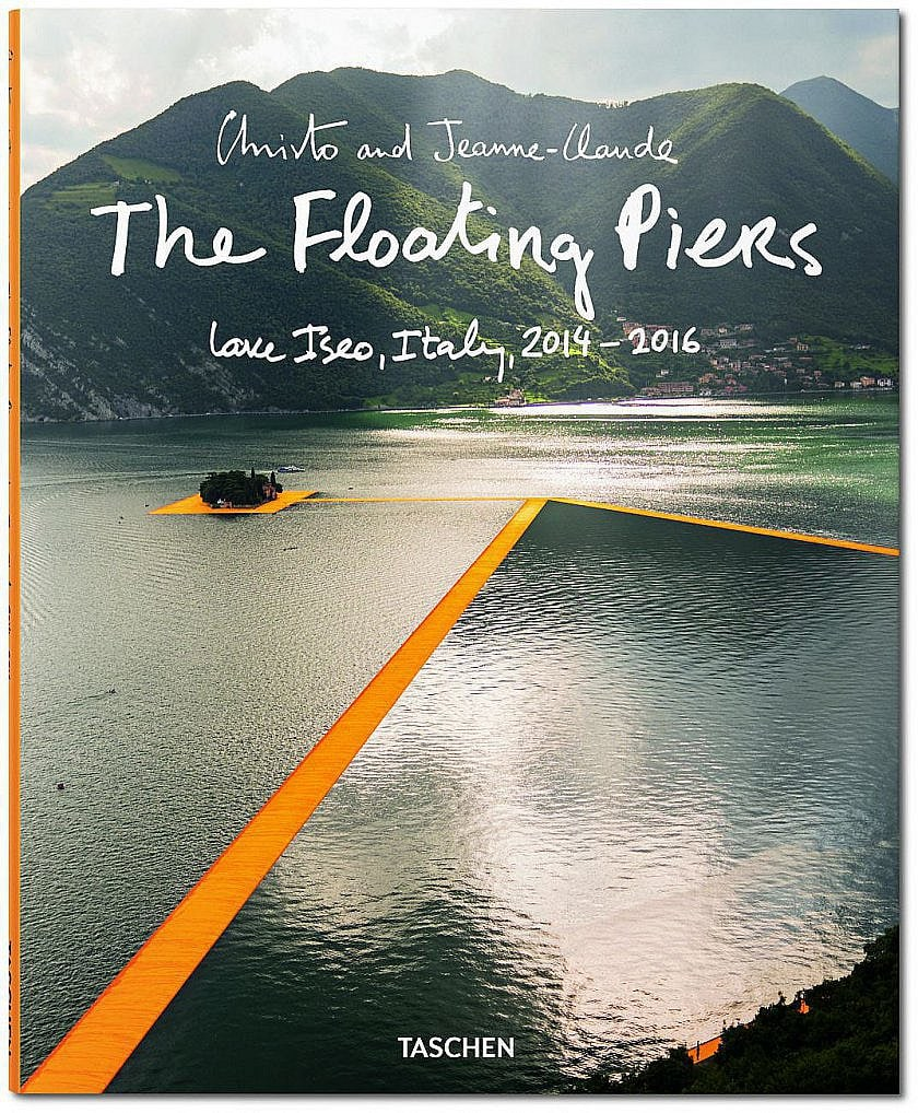 Christo and Jeanne-Claude. The Floating Piers Christo & Jeanne-Claude, Wolfgang Volz, Jonathan William Henery Softcover mit Klappen, 23,5 x 29 cm, 128 Seiten € 19,99 Verfügbarkeit: Februar 2017