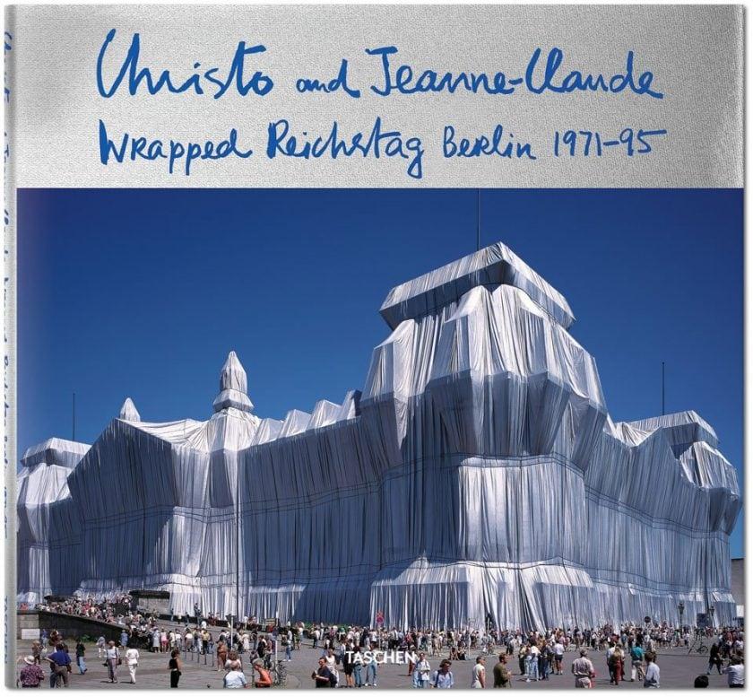 Christo & Jeanne-Claude, Verhüllter Reichstag, Berlin, 1971-95 Christo & Jeanne-Claude, David Bourdon, Wolfgang Volz Hardcover, 27 x 29 cm, 160 Seiten € 29,99