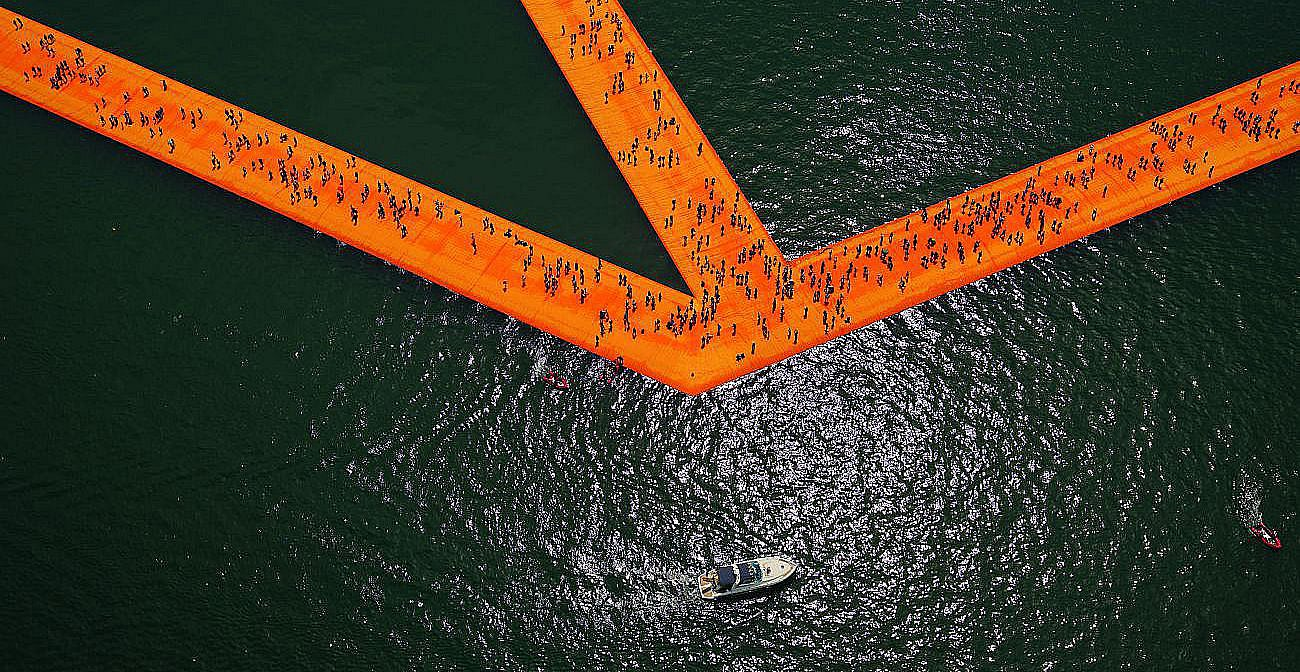 Christo and Jeanne-Claude The Floating Piers, Lake Iseo, Italy 2014-2106 Photo: Wolfgang Volz