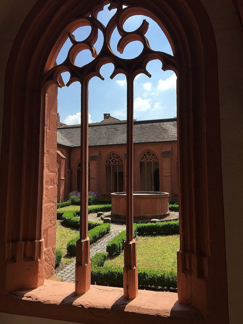 Blick in den Kreuzgang von St. Stephan